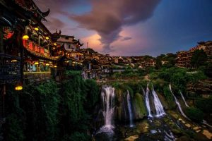 [Trung Quốc] Du Lịch Phượng Hoàng Cổ Trấn – Phù Dung Trấn – Trương Gia Giới – Nữ Nhi Thành