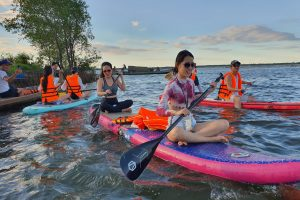 Check-in Làng bích họa Ngư Mỹ Thạnh – Chèo SUP khám phá rừng ngập mặn – khu du lịch Cồn Tộc